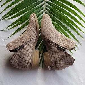 Universal Thread Shoes - Women's MicroSuede Perforation Zipper Bootie taupe